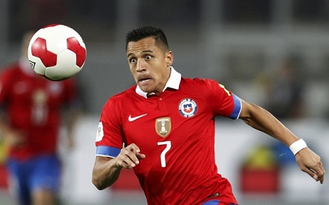 Chile's Alexis Sanchez runs for the ball during their 2018 World Cup qualifying soccer match against Peru at Nacional stadium in Lima