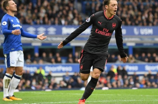 Oezil Ozil Arsenall vs Everton 2017